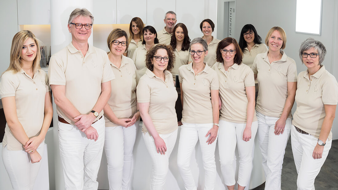 Gruppenfoto - Team der Praxis - Frauenarzt Völklingen - Gemeinschaftspraxis Dr. Wagner, Dr. Hefti, Dr. Siebenborn, Dr. Zwank-Koebnik